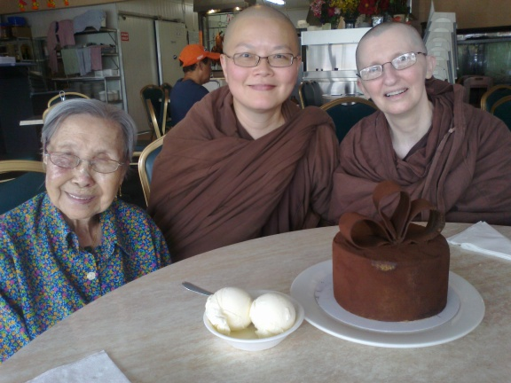 Ayya Vayama Bhikkhuni, Ayya Seri Bhikkhuni, Ayya Seri's Grandma and birthday cake at dana on February 2013.