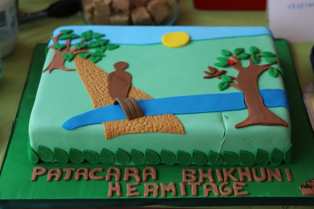 The cake offered to mark the 5th Rains Retreat at Patacara Bhikkhuni Hermitage on 31st of October 2015. Photo by Zor.