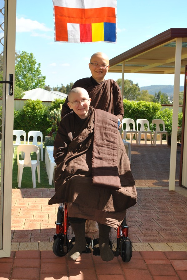 Ayya Vayama Bhikkhuni and Ayya Seri Bhikkhuni entering the Sala of Patacara Bhikkhuni Hermitage before the start of the End of Rains Cloth Offering Ceremony on 30th October 2016. Photo by Havindra.