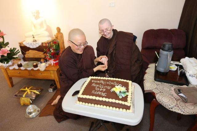 Ayya Vayama Bhikkhuni cut the birthday cake after the End of Rains Cloth Offering Ceremony at Patacara Bhikkhuni Hermitage on 30th October 2016. Photo by Zor